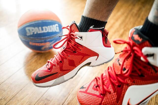 tênis para basquete