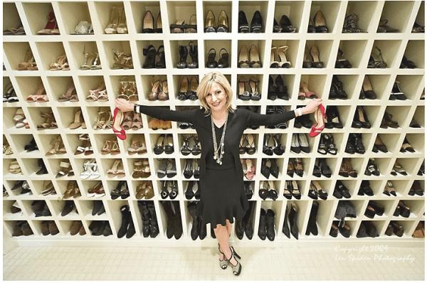 relação entre mulher e seus sapatos